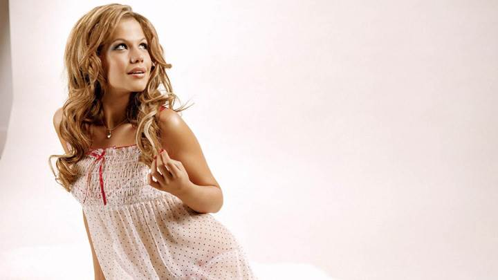 Tammin Sursok Smiling N Looking Side N Side Pose In Nightie